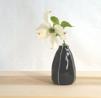 Pear bud vase, black